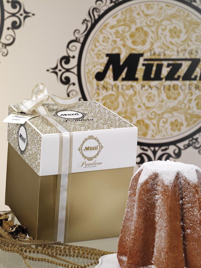 Pandoro classico in scatola regalo Muzzi Pasticceria grandi formati linea gran classica Natale