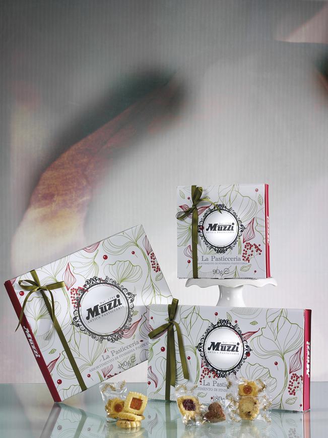 Pasticceria assortita scatola regalo fiori Muzzi